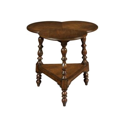 Hekman 3 Leaf Clover Lamp Table