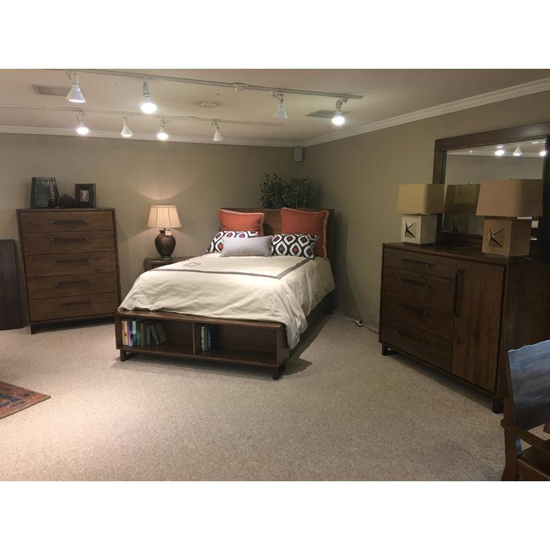 Queen Bedroom Group 660-304, 314, R42, 411, 215, 250, 040